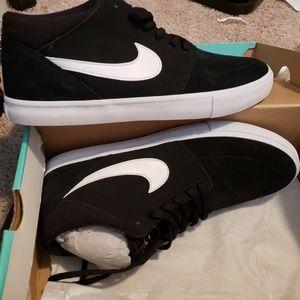 Mens 11.5 Nikes